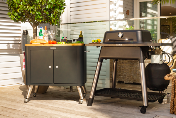 Force black hood closed garden with mobile preparation kitchen